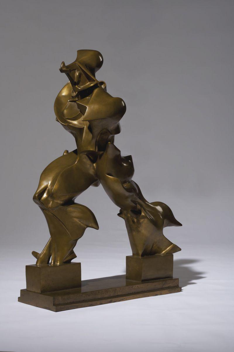 Umberto Boccioni, Forme uniche della continuità nello spazio, 1913, bronzo (fusione settembre 1972), cm. 117 x 89, Collezione privata