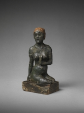 Paul Gauguin, Donna di Martinica | Femme de Martinique | Woman of Martinique, 1889, Argilla dipinta, tessuto, carta, base in legno (e restauri in gesso), cm. 19,7 × 11,1 × 7, The Henry and Rose Pearlman Foundation in prestito a lungo termine al Princeton University Art Museum, inv. n. L.1988.62.63