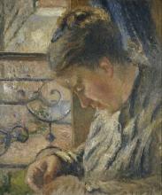Camille Pissarro, Madame Pissarro che cuce davanti a una finestra   Madame Pissarro sewing beside a window