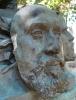 Zacharie Astruc, Le marchand de masques | Il mercante di maschere, 1883, Scultura in bronzo, cm. 200 x 69 x 78, Parigi, Jardin du Luxembourg
